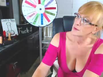 [06-01-21] summerknightzzz public webcam video from Chaturbate.com