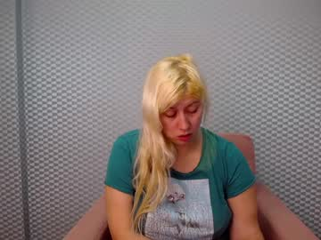 [28-11-20] blondiebb25 video with toys