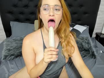 [13-08-20] beverly_diamond video with toys