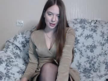 extravagant_brunette