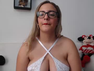 [05-06-20] kaily_bigass public show from Chaturbate