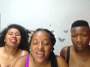 threesexywomen